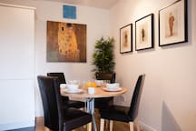 Comfortable dining for four