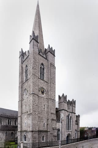 2 Bed opposite Patrick's Cathedral
