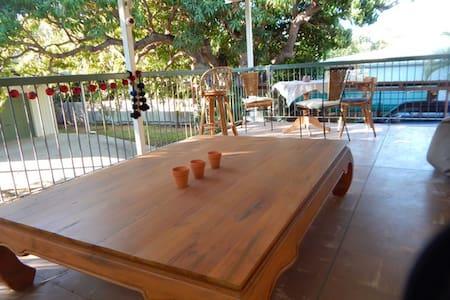 Welcoming room in Queenslander - Belgian Gardens - Hus