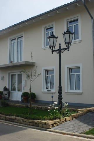 Zimmer in großem Einfamilienhaus - Gaiberg - Dům
