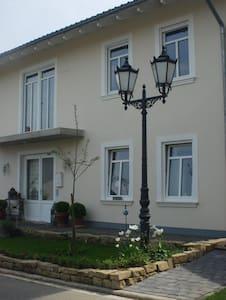 Zimmer in großem Einfamilienhaus - Gaiberg - Ev