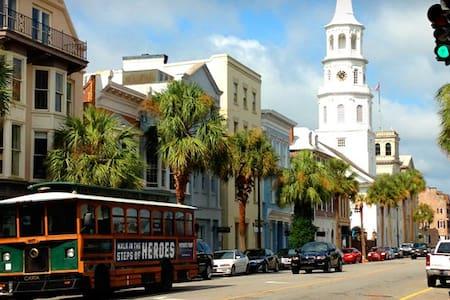 Roomy Downtown Spot, Walk Anywhere! - Charleston - Casa