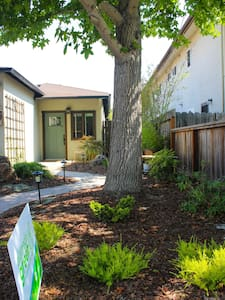 Newly updated 2 bed/2 bath, walking distance to downtown Alameda and bus to BART and commuter bus to San Francisco. Great fenced-in backyard with fruit trees and gardens, BBQ and heat lamp.