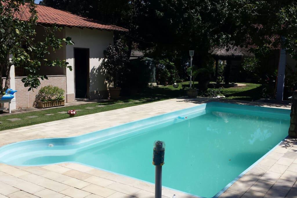 Area de festas e piscina sem a protecao movel