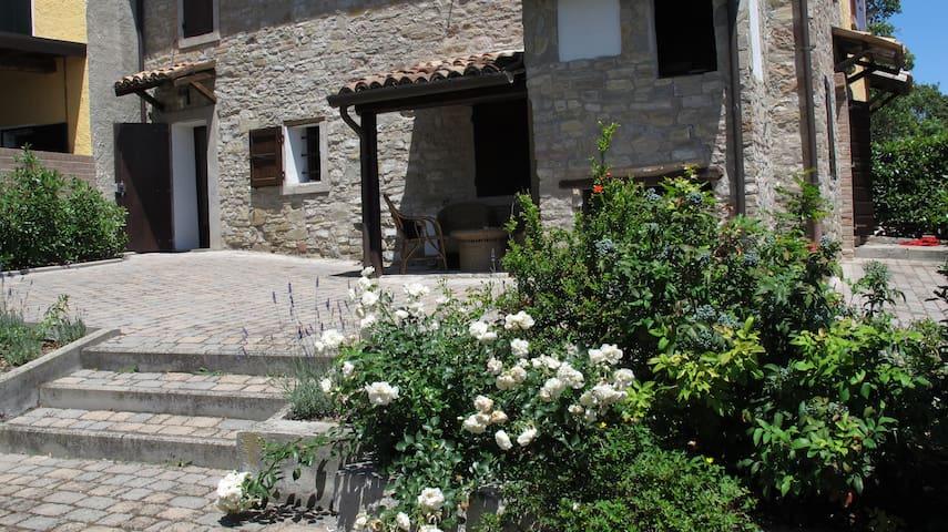 CasaMatilde vacanza green per famiglia-weekend too - Viano - บ้าน