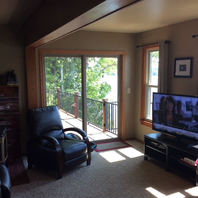 flat screen tv, 180 degree lake views from living room