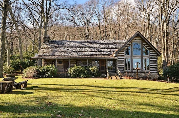 Tom's Stand - Maggie Valley - House