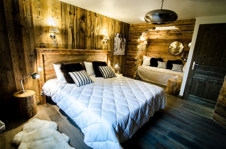 "Junior suite ""Les Murettes"" - LE PRAZ COURCHEVEL 1300 - Bed & Breakfast"
