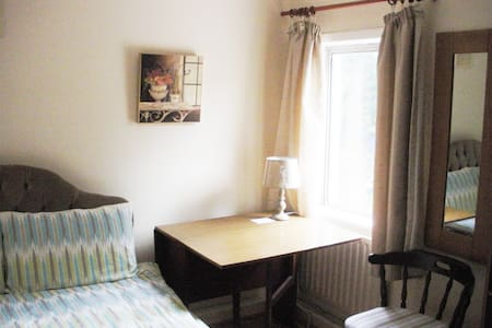 Cosy central double room with WiFi