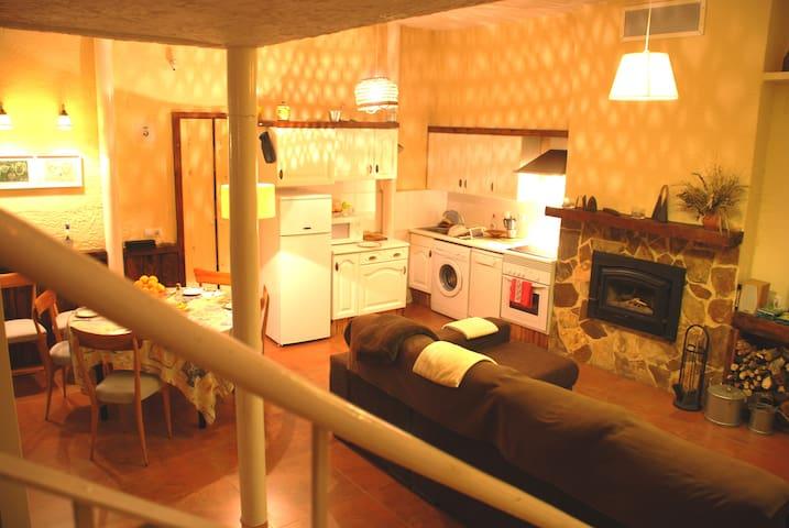 Casa Rural con Encanto en Vallat - Vallat - Huis