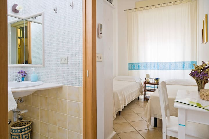 Small Room in the center of Olbia.