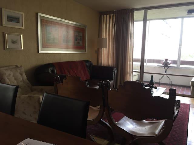 Acogedor depto en barrio El Golf - Las Condes - Appartement