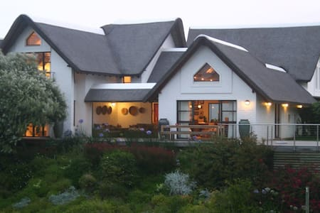 A beautiful home on a quiet canal - St Francis Bay