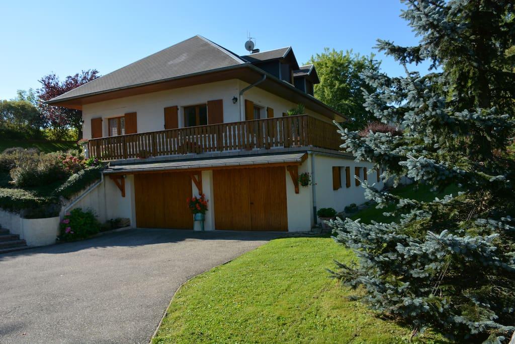 Chambres d 39 h tes lac de la thuile en savoie 73190 maison for Chambre d hote chartres
