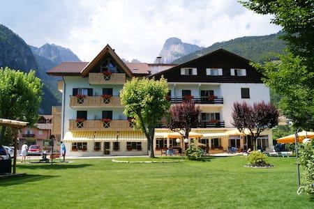 Garden Hotel Bellariva - Molveno - Bed & Breakfast