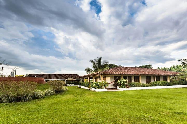 Finca Agroturistica Alejandría - quimbaya - House