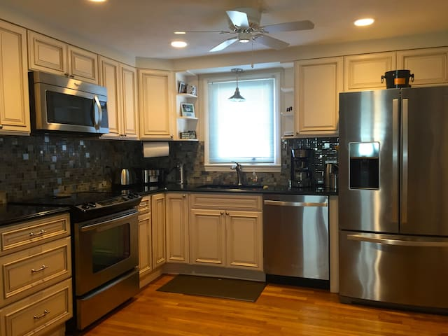 1 Bedroom -10 Miles North of Boston - Lynn - Apartamento