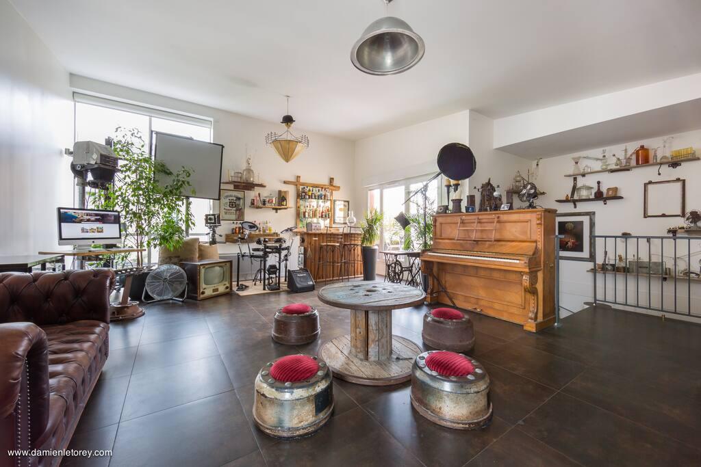 Le Salon avec son décor style Loft