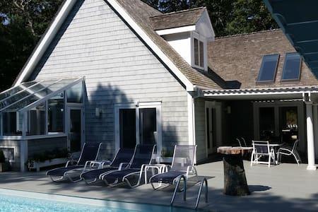 Beautifully Nestled Hamptons House - East Hampton - House