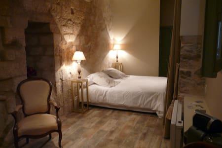 Chambre RONSARD - CH LES CAPUCINS - Lectoure - 家庭式旅館