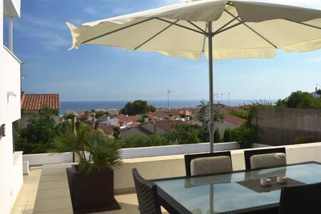 Modern villa, private swimming pool & sea views - Calafell