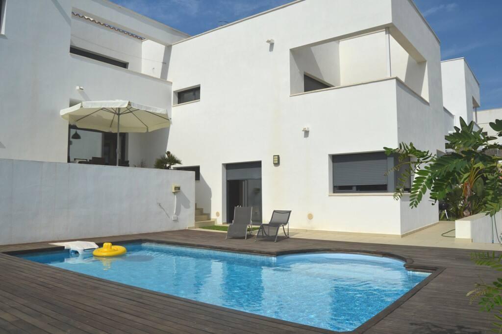 Villa moderna amplia y con piscina