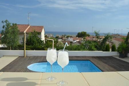 Villa moderne avec piscine privée et belle vue mer - カラフェル