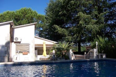 "Villa ""El Pinar"" along the Pantano  - Pelayos de la Presa - Villa"
