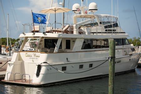 82' Hatteras Motor Yacht - Kapal