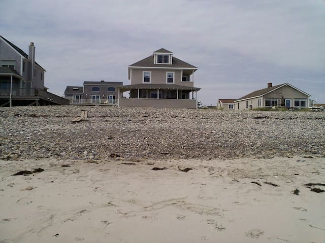 Huge house right on the ocean.