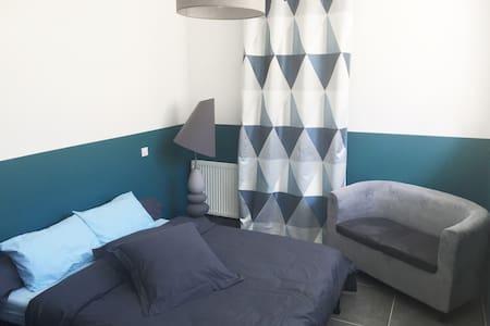 Chambre cosy avec salle de bains et WC privés - Baillargues