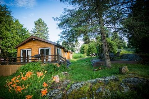 Rustic Wood Cabin near Tremblant