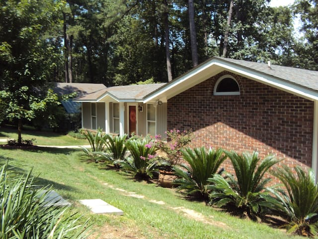 Lakefront Charm - Fun and Romance! - Eufaula - Casa