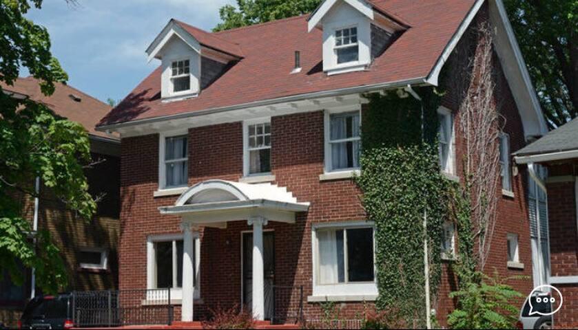 Historic 3 Bedroom Home in Detroit - Detroit - Huis