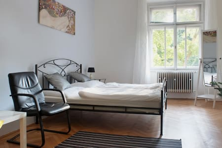 Nice room in Prague 6 - Castle and Center is close - Apartment