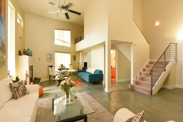 Modern And Chic Condo 15min from SF