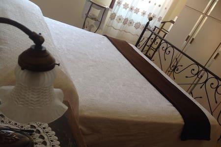 """Relax e magia alla   """"Castellana"""" - Borgolavezzaro - Bed & Breakfast"""
