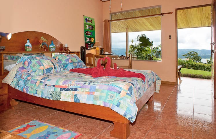 Nepenthe B&B - Main House Lake View - El Castillo - Bed & Breakfast