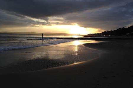 Beach Apartment own steps to beach - Bournemouth