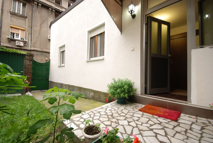 lovely downtown house with garden - Belgrade - Hus