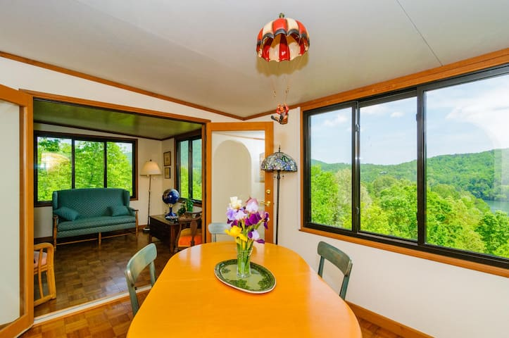 Mountain Sunrise Retreat in Rumbling Bald Resort - Lake Lure - Casa