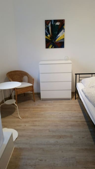micro appartement ohne k che flats for rent in frankfurt am main hessen germany. Black Bedroom Furniture Sets. Home Design Ideas