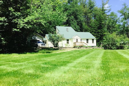 Cozy pond-side home nestled in the charming Green Mountain village of South Wardsboro, VT. Surrounded by 1000s of acres of national forest, perfect for hiking, biking, or fall foliage viewing. Winter brings lots of snow, skiing, and riding at 3 nearby resorts. Book now for Winter