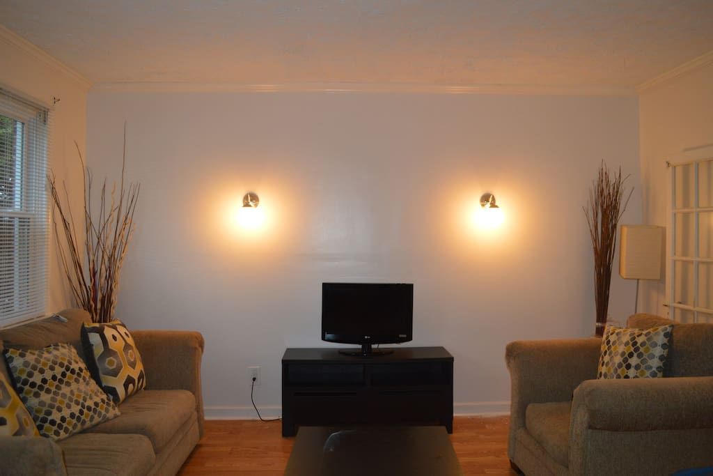 Room for rent for graduate students only townhouses for for Best private dining rooms in baltimore