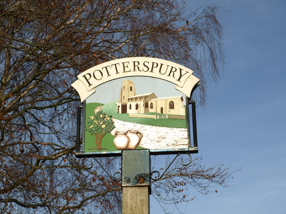 Potterspury - Local Quaint Village with Easy access to Milton Keynes, Towcester, Silverstone