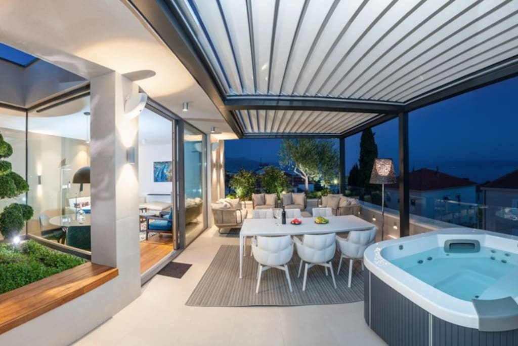 Penthouse terrace with Jacuzzi