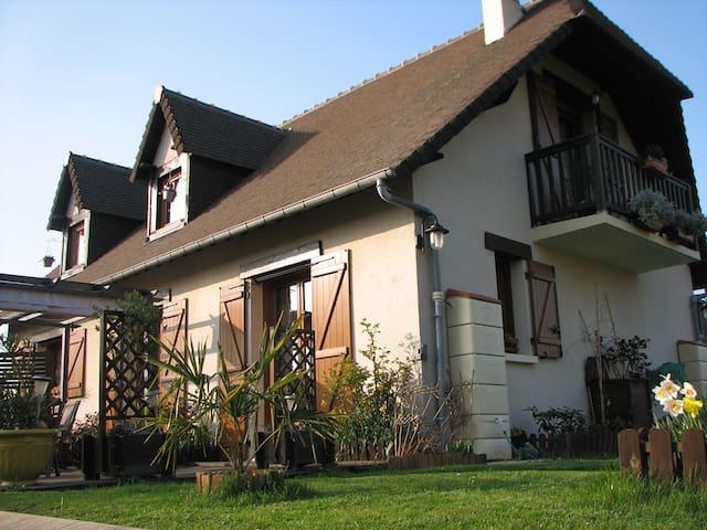 MAISON RANVILLE Normandie - Ranville - Casa