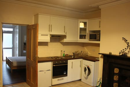 This newly furnished delux one bedroom apartment only a stones throw away from Phoenix park and Dublin zoo with all public transport and amenities is your home away from home. Full height ceilings with fully equipped kitchen, linen and WiFi.