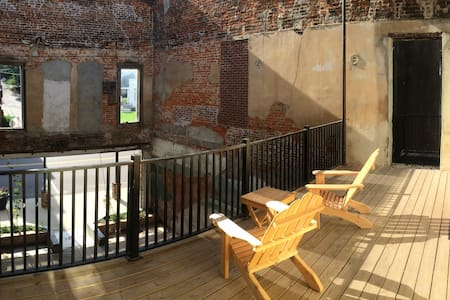Blu-Buck Mercantile Hotel Courtyard - Apartment