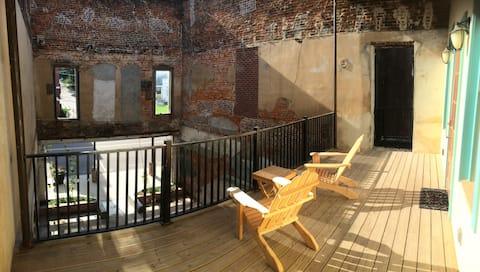Blu-Buck Mercantile Hotel Courtyard